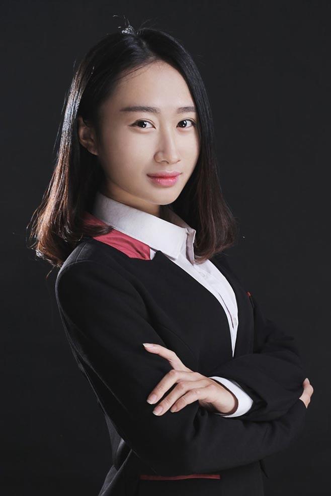 方晓鹤: 资深红色教育荣誉教授